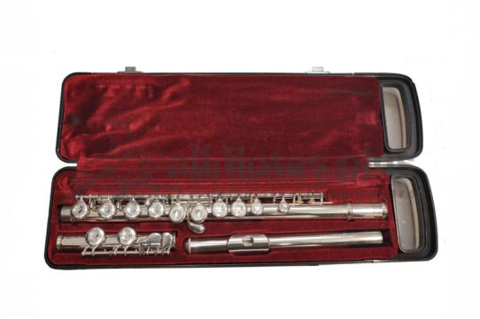 Yamaha YFL221s Secondhand Flute-c8717